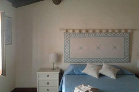 B&B Domus Maria - stupenda stanza  - Milis - 家庭式旅館
