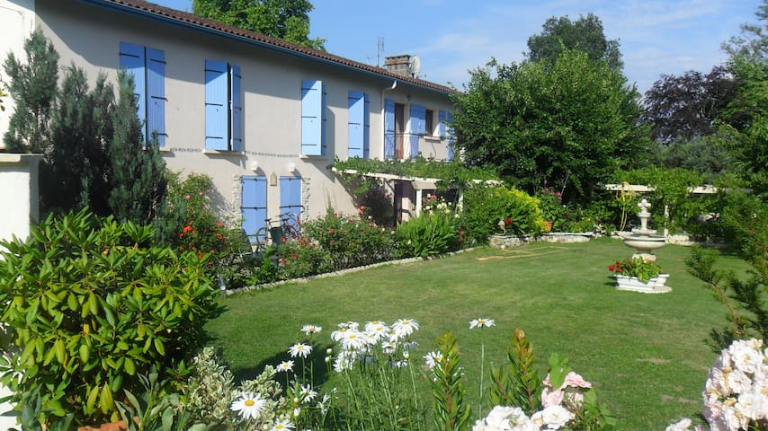 LES   PEUPLIERS - Saint-Jean-de-Thurac - Bed & Breakfast