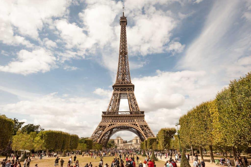 5min walking distance from Eiffel Tower