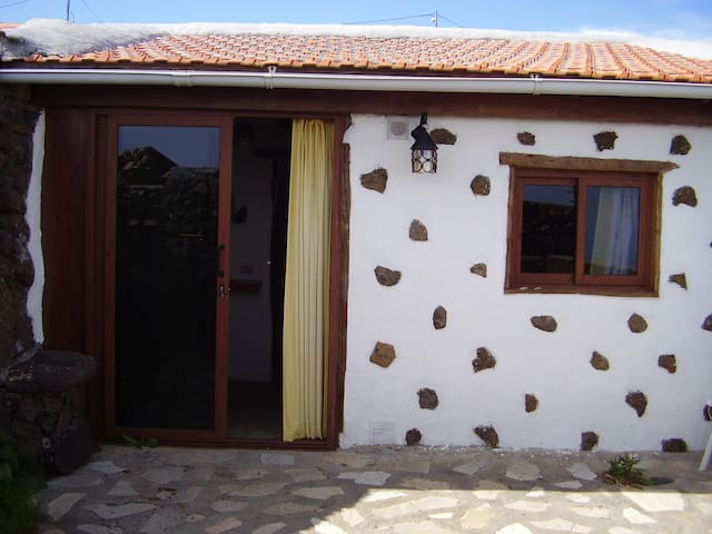 Free Wifi Small house in Los Valles - Isora - Huis