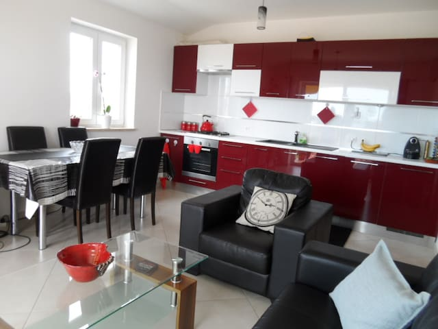 Shared Apartment with scenic views. - Poreč - Apartamento