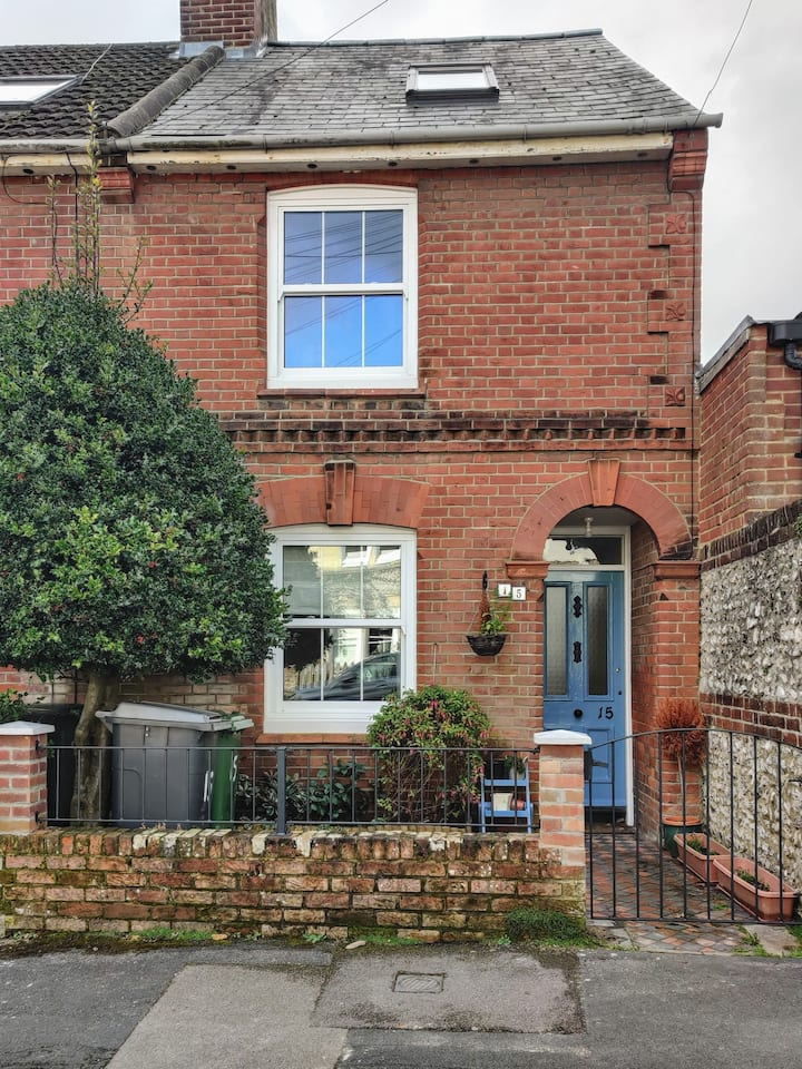 Lovely -2/3* Bed- Family Home-centre of Winchester