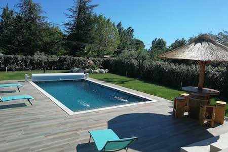 """""""Comme a la maison"""" avec piscine"""