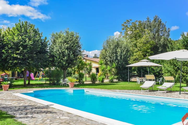 Two houses with pool near Rome and lake Bracciano
