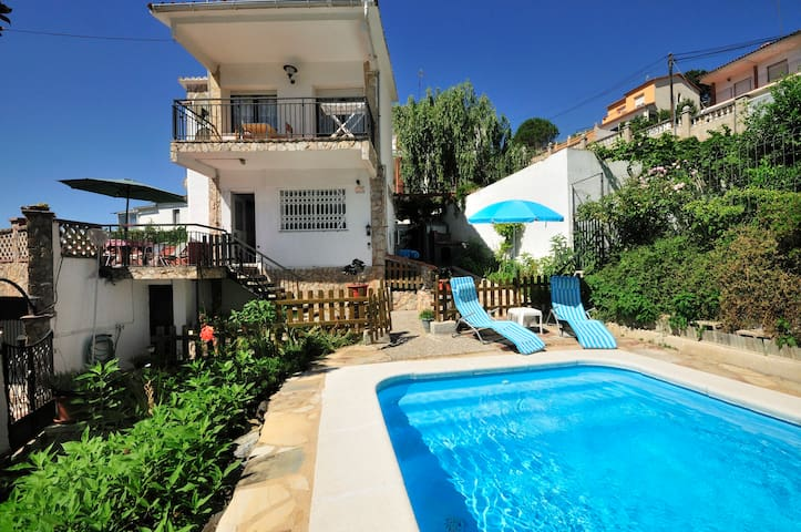 Beautiful chalet with swimming pool - Pineda de Mar