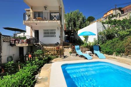 Beautiful chalet with swimming pool - Pineda de Mar - Ház