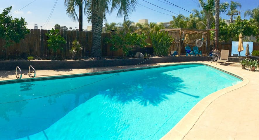 PET FRIENDLY WITH POOL - San Diego - House