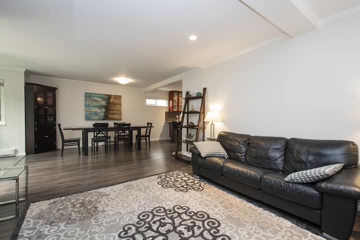Spacious 3 Bed 2 Bath Suite in a Great Location