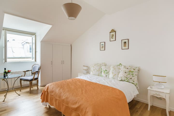 Charm and Calm in the Heart of Paris - París - Departamento