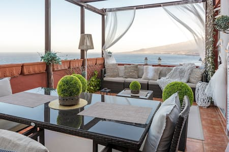 HomeLike Panoramic Sea Views Loft, Wifi