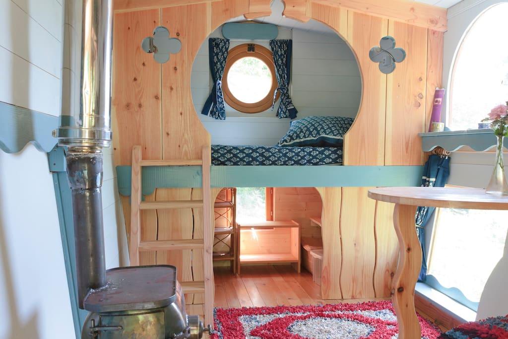 Cosy interior furnishings. Naturel materials