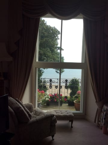 Lovely 2 bedroom aptmnt overlooking North beach. - Tenby - Daire