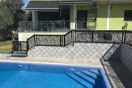 Villa avec piscine sans vis à vis vue montagne