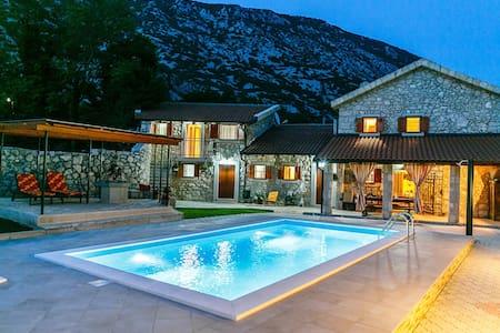 Luxury Villa from 19th century - Drivenik - วิลล่า
