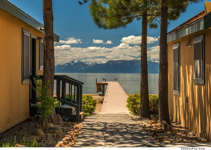 Hip Studio-North Tahoe-King Bed-Private Beach/Pier