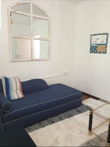 Serene Afro Chic Cottage, walking distance to UN