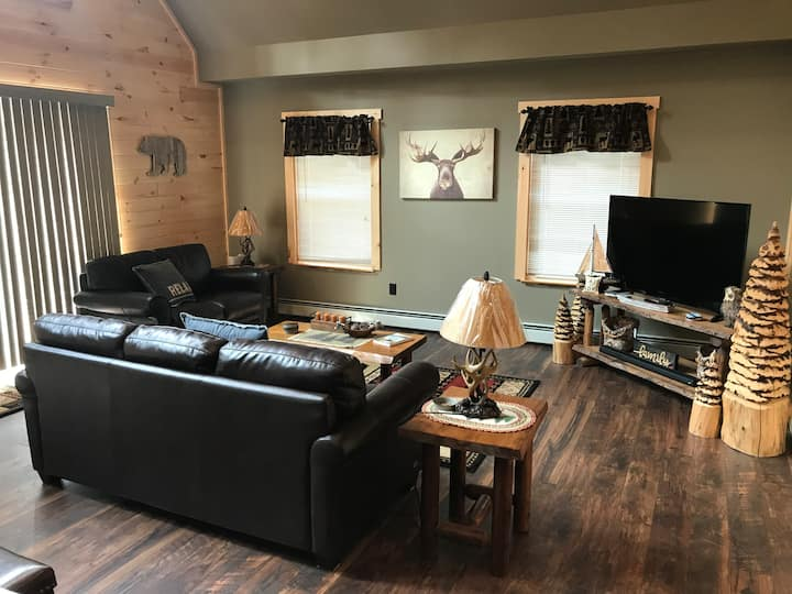 Newly Remodeled Walking Distance into Old Forge