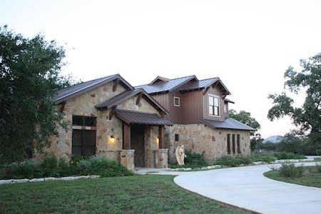 Texas Hill Country Retreat - New Braunfels