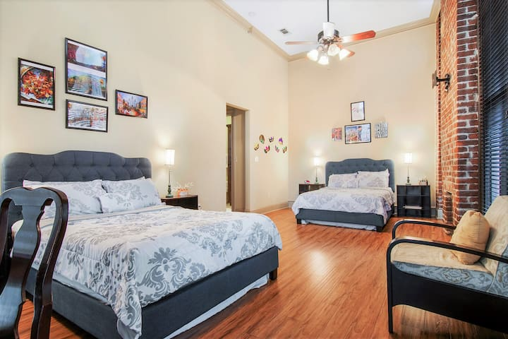 ⚜Spacious Condo Perfect for Mardi Gras⚜