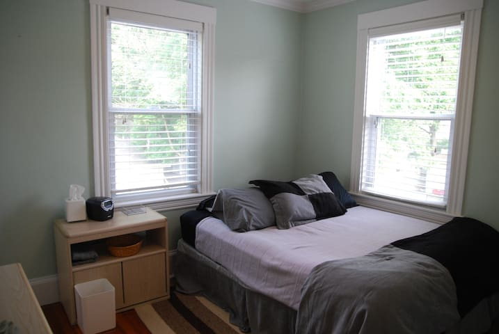 High end bed w/ kitchen & breakfast by Brandeis - Waltham - Condominio