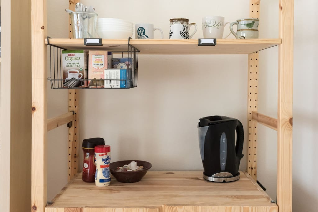 Sideboard with instant coffee, tea and oatmeal!
