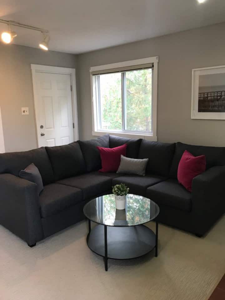 Newly furnished 2 bedroom condo near Blue Mountain