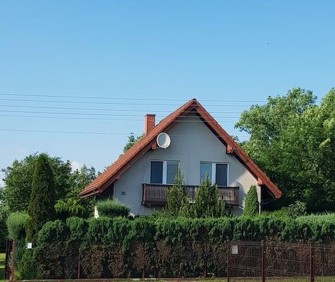 Wakacyjny dom na wsi z dużym ogrodem