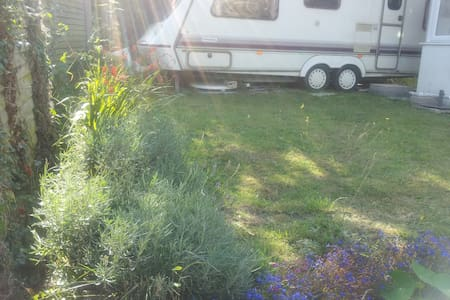 Caravan: 200 yds to Charmouth beach - Charmouth