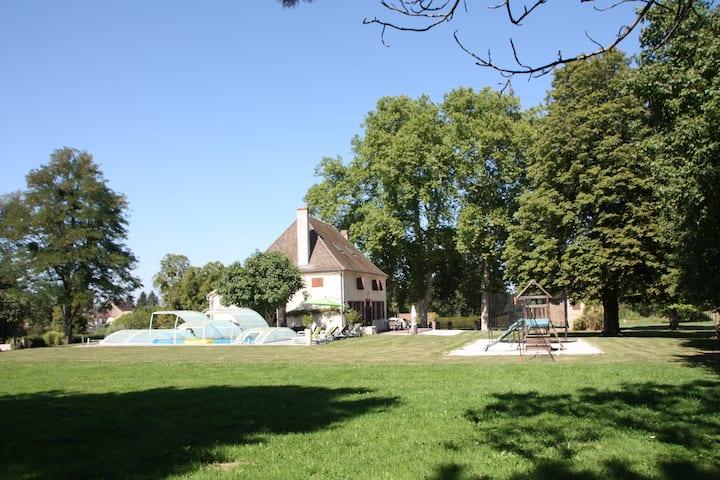 Belle maison de maitre pour 12, Piscine et parc