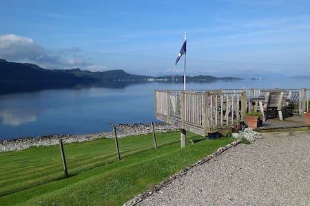 'Rona' B&B  Waters Edge. Twin Room. - STRATHCARRON