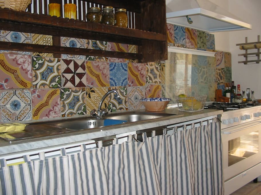 Isole eolie salina sicilia ville in affitto a malfa - Piastrelle antiche per cucina ...