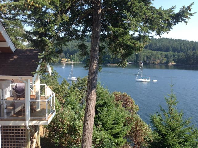 Waterfront cottage on Pender Island - Pender Island - Hytte