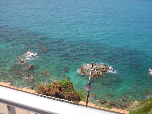 Apartment looks over the sea ! - Briatico - Apartment