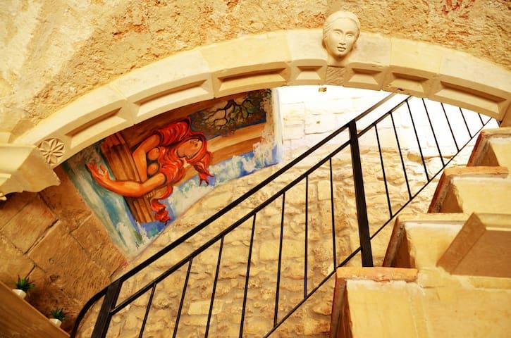 Artist's Suite - Via Ferrante D'Aragona 22