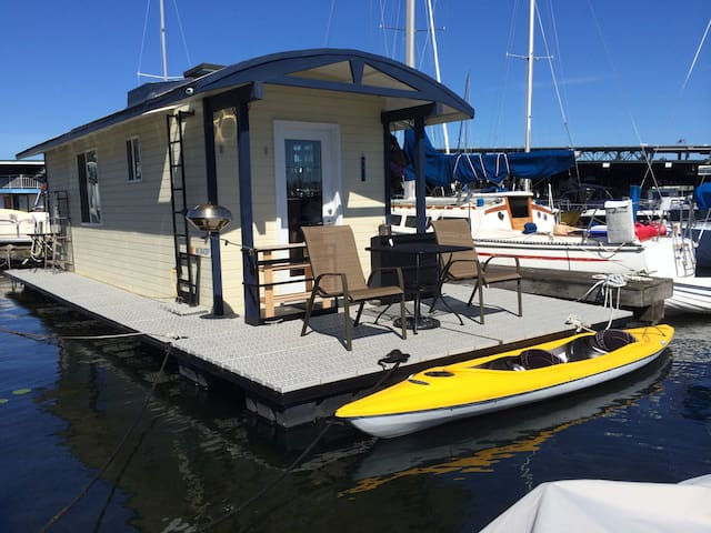 Modern Houseboat on Lake Union!!