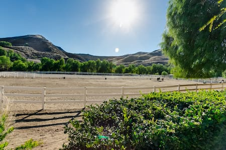 Red Rock Riding Ranch #1 in Castaic - Castaic - Hus