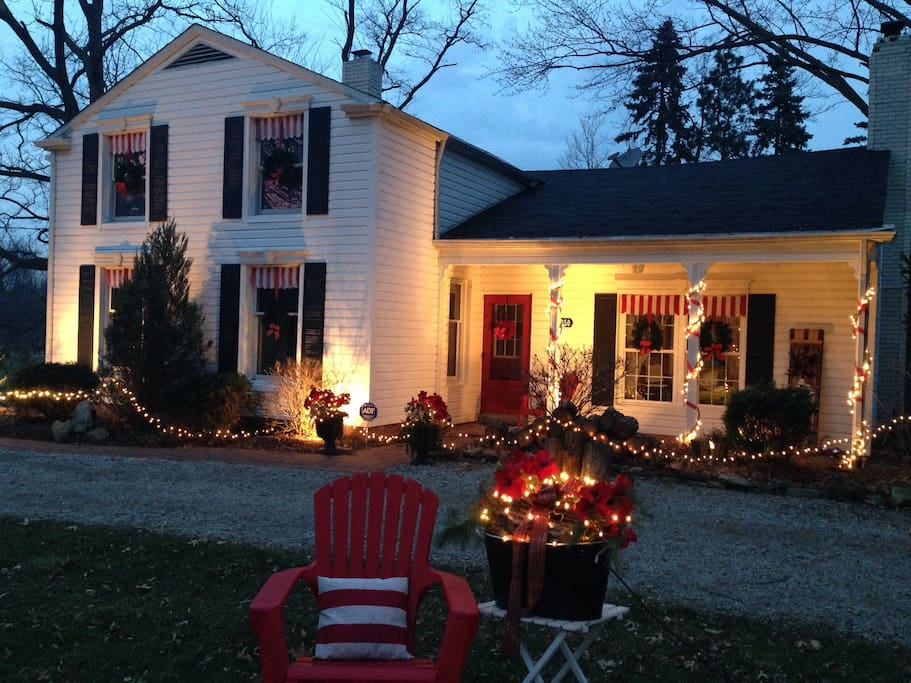 If you stay with us during the Holidays, you will be welcomed by warm lights and festive decorations!
