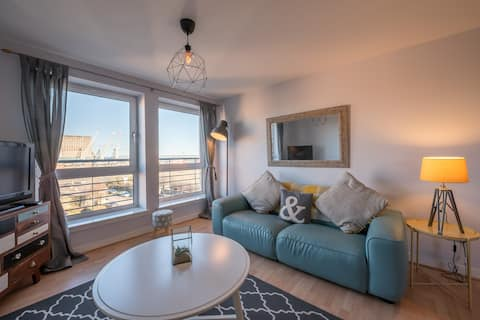 2 Bed in Leith,Edinburgh Sleeps 5,Private car park