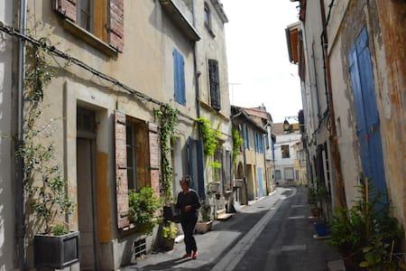 Chambre  centre ville historique pittoresque - Arles