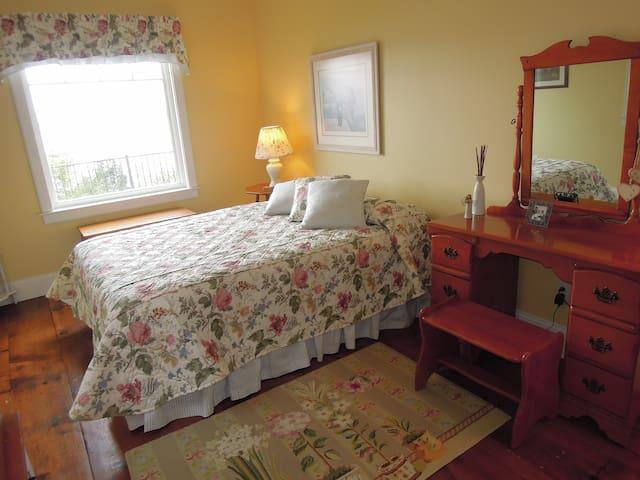 Bedroom 2 - Queen room