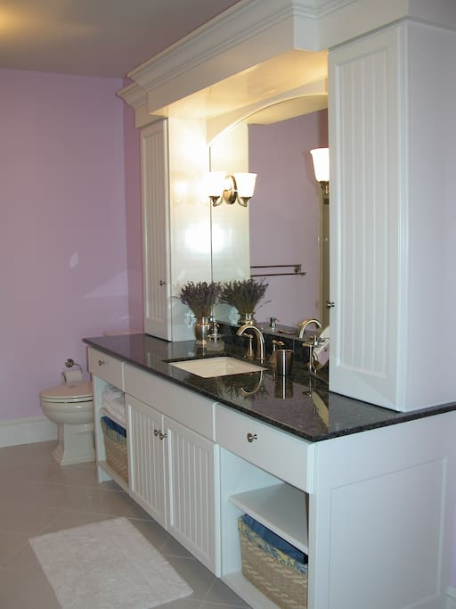 Stardust private bath, soaking tub & separate shower stall