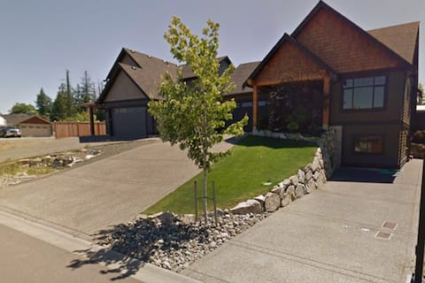Centrally Located 1 Bedroom Suite in Parksville