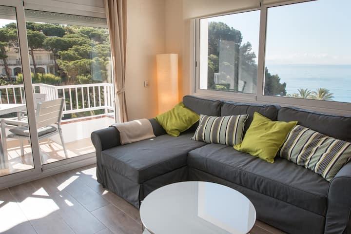 Spectacular brand new apartment beachfront-Fenals