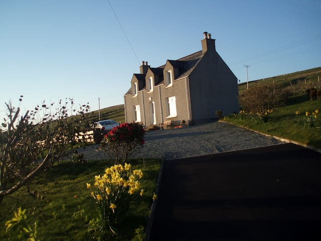 Family Friendly Cottage, Amazing Sea Views - Portree - Casa