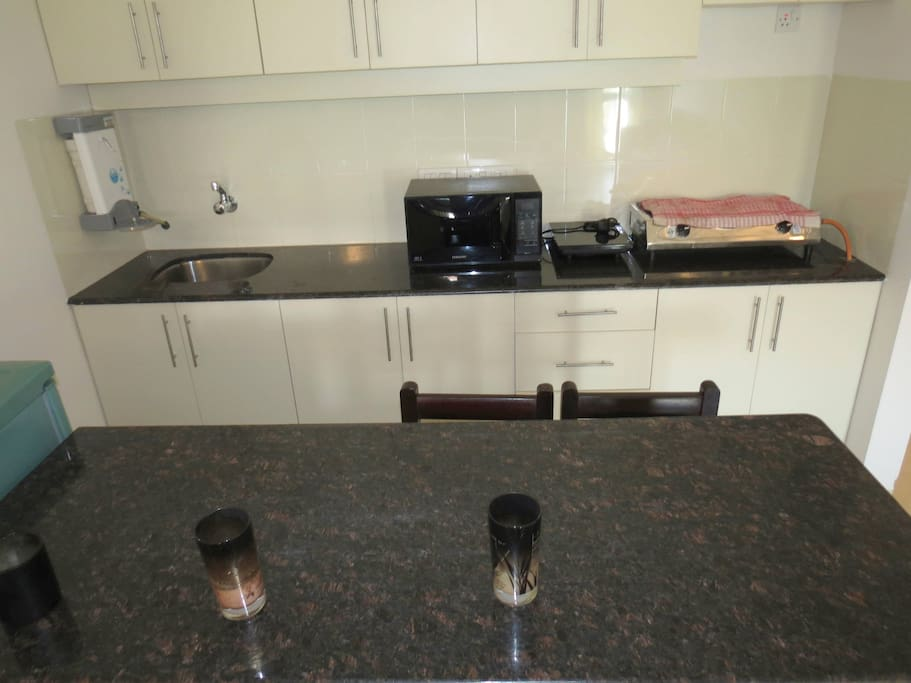 Apartment 04  Spacious luxurious 2 bedroom serviced apartment    WiFi photo 18376273