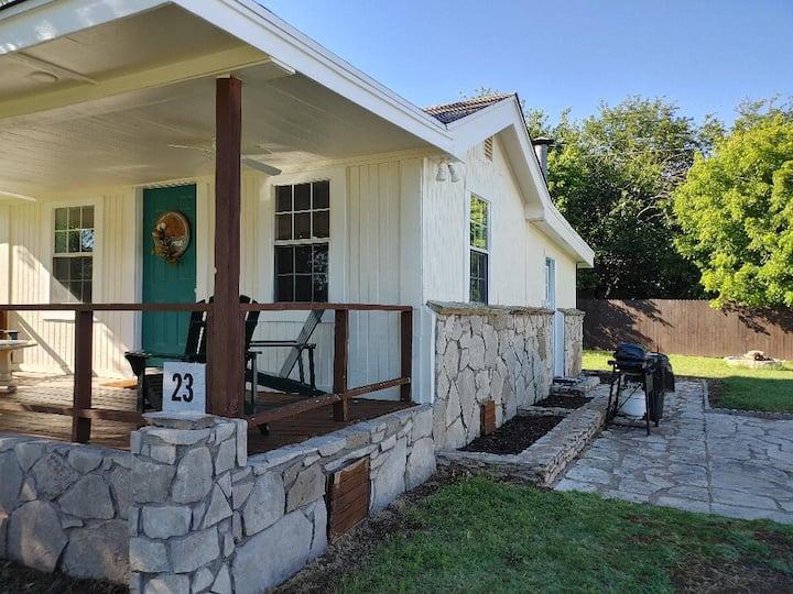 Cozy Cottage at Possum Kingdom Lake