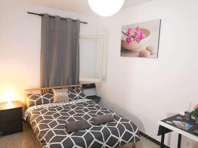 Double cozy room near Plaza de España and Airport