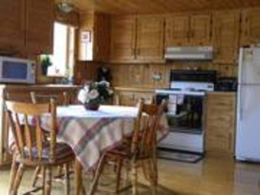 Intérieur tout de bois (cuisine)