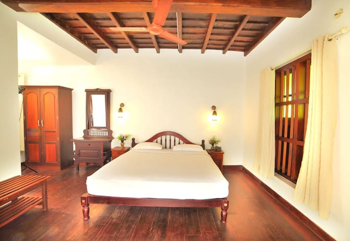 Pool View Room|Luxury 1 BR Vembanad Lake