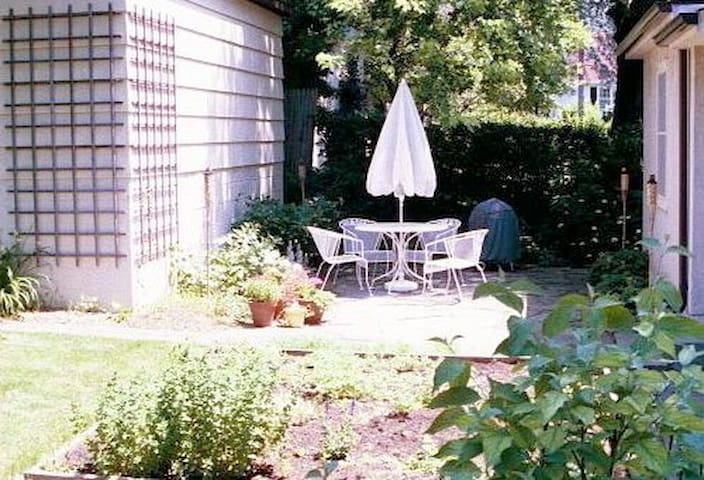 Back patio with seating, gas grill and great greenery